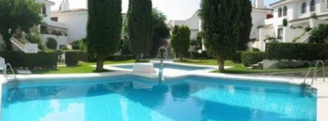 Albayalde pool & garden area