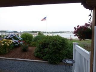 Carolyn's Bass River Vacation Townhome - stunning
