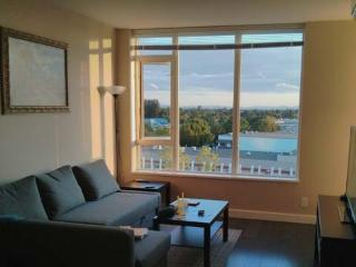 Beautiful Deluxe 1 Bedroom Condo With Air Conditioning, Vancouver