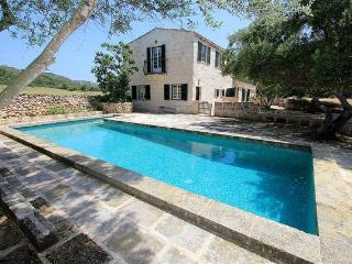 Charming Farmhouse close to a virgin sandy beach, Alaior