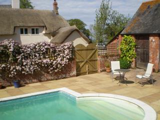 Greengage Cottage with pool