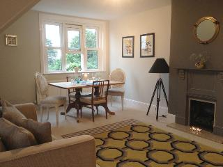 Self catering  Reigate. 2 dble bedroom Apartment