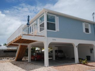 New Casa Solis With Scenic Views and 30' Dock.