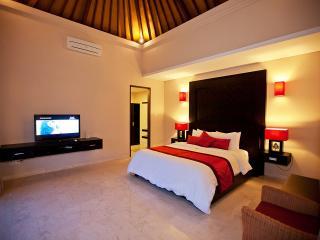 1 Bedroom Deluxe walking distance to beach