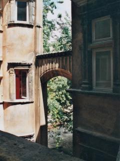 cour de l'immeuble (vue de la galerie privative) - 2e étage
