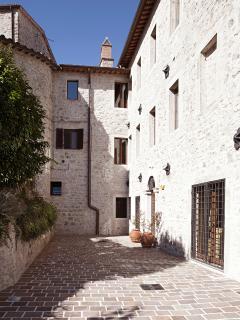 Un Borgo completamente avulso dall'eccentrica frenesia dei nostri giorni gelosamente custodito.