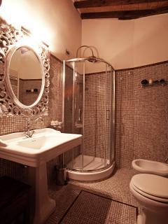 Offrono tutti i Comfort e un' eleganza  in armonia con lo stile degli appartamenti