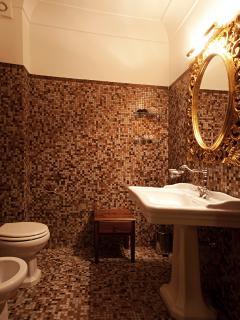 I nostri bagni con preziosi dettagli legati alle antiche tradizioni ....