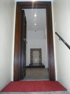 Il corridoio dinanzi all'ingresso.