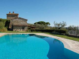 Detached villa with private pool near Cortona