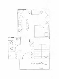 Ein gemütlich eingerichteter Wohnschlafraum, ein Bad mit großem Fenster und ein eigener Zugang.