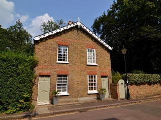 Richmond Upon Thames Cottage with Roof Terrace, Richmond-upon-Thames