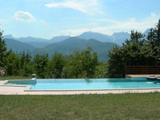 Caprignana, private pool, WIFI, wood oven, views!, San Romano in Garfagnana