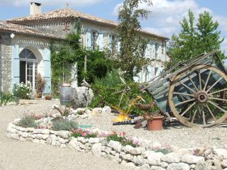 'Le Petit Coup' a renovated farmhouse, both holiday home and B&B - 4 bedrooms +, Duras