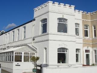The Buoys - Beach/Views/Log Burner/Sleeps 7 or 9, Llandudno