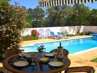 Dine by the pool .......