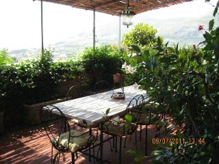 Marily, nice  flat in villa with terrace sea view, Castellonorato