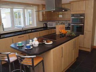 Fully equipped centre island kitchen