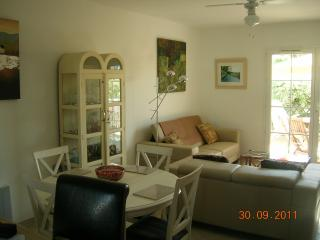 Dining room table extends to seat 8 see photo below