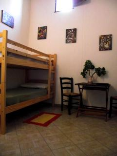 Bedroom 2 with 2 sigle bed