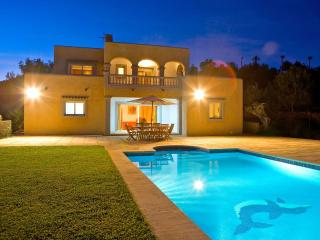 Villa Margarita, great location near Ibiza Town! Private Pool, Wifi and Aircon.