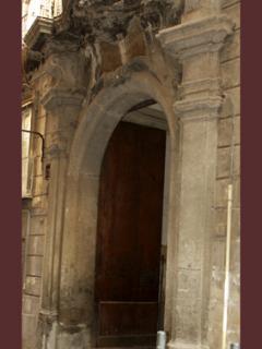 Portale del 700 del palazzo Majorana (sede struttura)