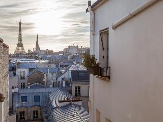 View on Eiffel - Lincoln, 8th, Paris