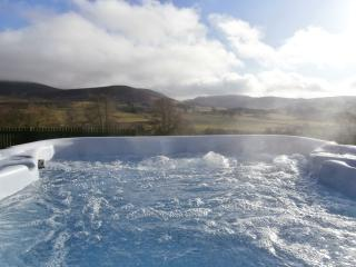 Hot Tub with stunning views across the glen