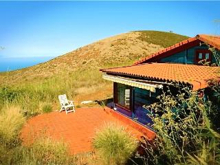 PURE NATURE! IDYLLIC WOODHOUSE IN PRIVATE FINCA NEAR TEIDE NATIONAL PARK