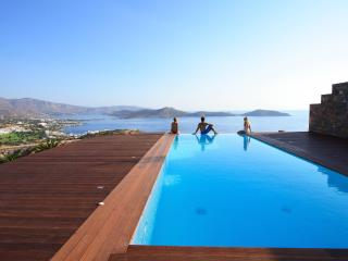 Infinity 40 m² private swimming pool with panoramic view