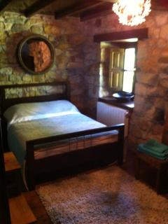 lovely lovely! double bedroom with superb features and furnishings!