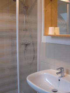 1 of 2 shower rooms