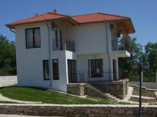 Chernomore Luxury 2 Bedroom Villa Sleeps 4 - 7, Varna