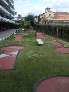 Mini golf en el interior de la urbanización