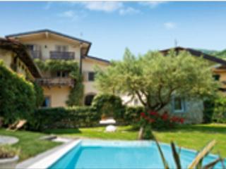 B&B Casa del Nonno,relax,piscina in Peonia room, Iseo