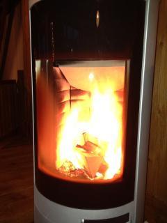 Poêle a bois (bois fourni) - Log fireplace (logs provided in rental)