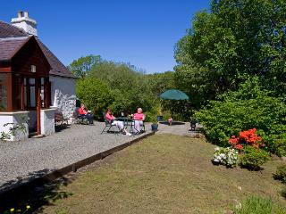 McHugh Cottage, private peaceful location on Loch Fyne, rural retreat.