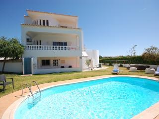 Mc Caig's Holiday Villa, Poolside Apart 5