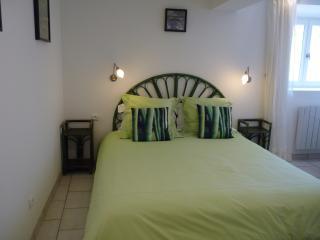 huge 160cm x 200 cm bed