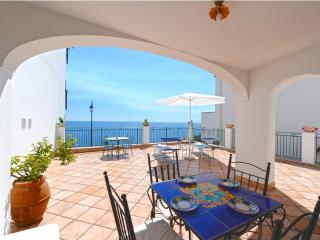 Center located, Appartmento Seaside, sea view, terrace, wifi, air conditioning