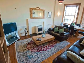 Spacious Flat near City Centre, Edimburgo