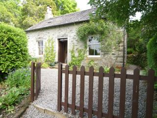 Traditional Springburn Cottage, private garden, perfect for day trips
