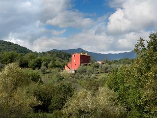 Casa A Corte on a ridge within the valley with panoramic views