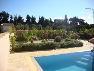 Exclusive Luxury Villa - Private Sandy Beach - Heated Pool & Jacuzzi -Games Room