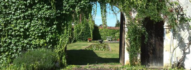 A peep into Manor house courtyard, Domaine de Tabary