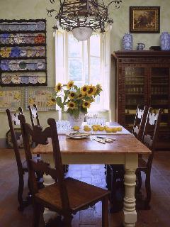 Small breakfast room & kitchenette