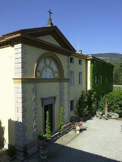 Private consecrated chapel designed by Lorenzo Notollini