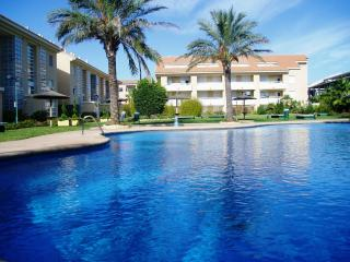 Golden Beach II, Arenal, Javea, Two Bedroom apartment with Air Con & WIFI.