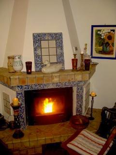 Pellet-Kamin im Winter — Pellet fireplace in winter