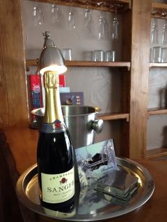 Champagne offert pour votre sejour d'une semaine - Complimentary champagne for week-long stays
